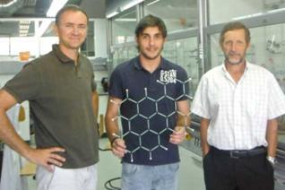 Diego Peña (izquierda), con los investigadores de la USC Alejandro Criado y Guitián Rivera. // USC