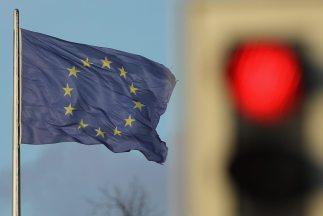 la agencia ha pasado de estable a negativa la perspectiva del programa a medio plazo (MTN) de la UE, también con calificación de Aaa.
