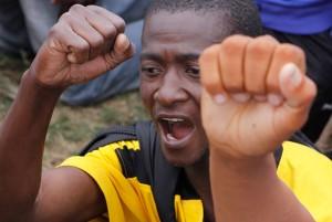 Guardias de transnacional canadiense matan a tiros a dos mineros huelguistas en Sudáfrica
