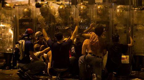 Cacerolazo-incidentes-protestas-proclamacion-Maduro_TINIMA20130416_0088_18