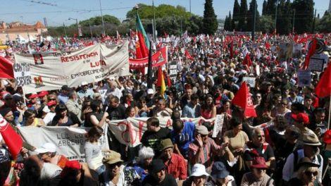 Imagen-protestas-Portugal-Captura-RTP_EDIIMA20130525_0267_13