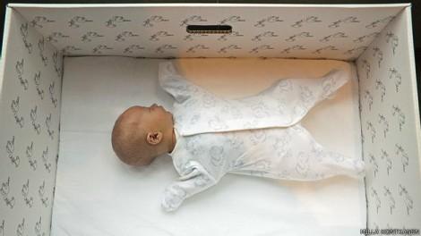 Por-qué-los-bebés-de-Finlandia-duermen-en-cajas-de-cartón
