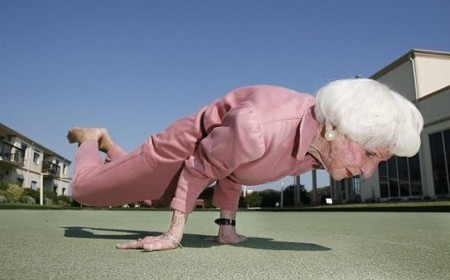 https://joseppamies.files.wordpress.com/2015/08/1664a-yoga-granny-575x439.jpg