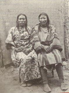 OSH-TISCH (IZQUIERDA) Y SU ESPOSA (DERECHA). FUENTE: BIPARTISAN REPORT